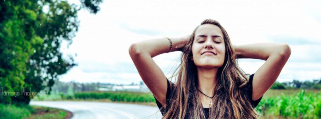 negatywny wpływ twardej wody na włosy
